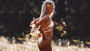 Kimberley Garney şimdi de bikinileriyle olay yarattı