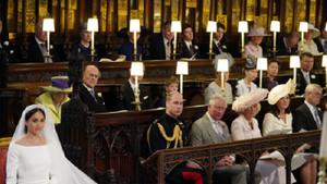Düğünde gerilim! Kraliçe'nin geline bakışı olay oldu