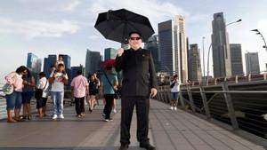 Singapur sokaklarında onu gören gözlerine inanamadı!