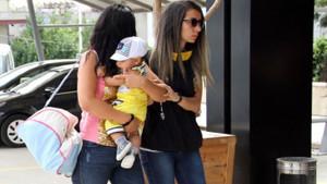 Fuhuş şüphelisi kadın kucağında bebeğiyle adliyeye sevk edildi