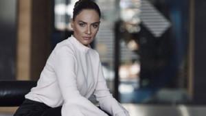 Kanal D Ana Haber'in dikkatleri üzerine çeken güzel spikeri Buket Aydın kimdir?