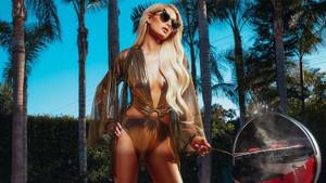 Paris Hilton'un seksi mayoları kadınların yeni gözdesi olacak
