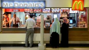 Direksiyon yasakları kalkan Suudi kadınlara hâlâ yasak 5 şey