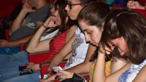 İnternet bağımlığı panelinde tablet ve telefonları ellerinden bırakmadılar