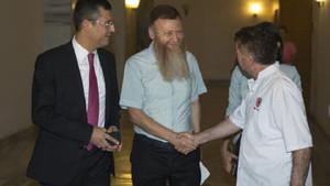 OHAL'i sakal uzatarak protesto eden CHP'li Atıcı sakallarını kesti