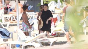 Esra Dermancıoğlu eski eşinin yazlığında yeni sevgilisiyle tatil yaptı