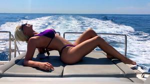 Jelena Karleusa'nın bikinili tatil pozları sosyal medyayı sallıyor