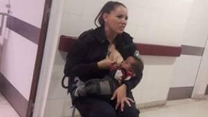Kadın polis açlıktan ağlayan bebeği böyle emzirdi