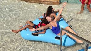 Demet Şener'in tatil pozları sosyal medyayı salladı