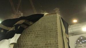 Kabe'de şiddetli fırtına hacı adaylarının korku dolu anları