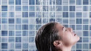 Sık yıkama saç dökülmesini artırabilir
