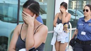 Mağazadan şort ve çanta çalan genç kız alarm çalınca yakalandı