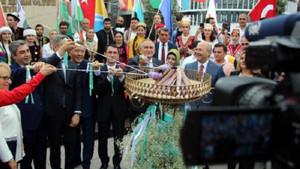 Bolu Köroğlu Festivali'nde Necati Şaşmaz'a büyük ilgi