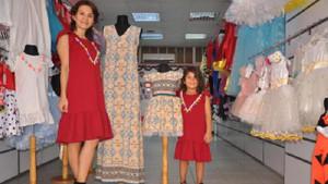 Kızına istediği kıyafeti bulamayınca tasarımcı oldu