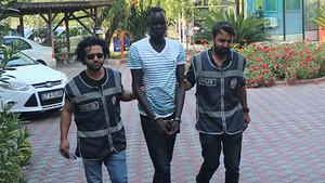 4 kişiyi yaralayıp 5 kadına cinsel tacizde bulunan Sudanlı kamerada