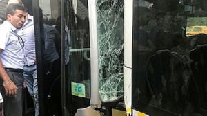Çağlayan'da iki metrobüs çarpıştı
