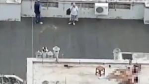 Gündüz vakti binanın çatısında cinsel ilişkiye giren çift şoke etti