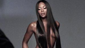 Naomi Campbell yeni stiliyle herkesi şaşırttı