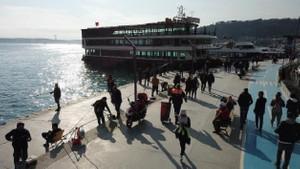 Güneşi gören İstanbullular sahile akın etti