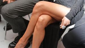 Celine Dion bacak dekoltesiyle defileye damgasını vurdu
