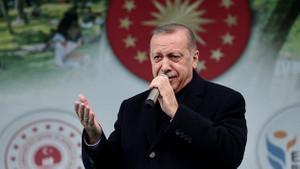 Erdoğan ile genç kızın babası arasında gülümseten diyalog: Çok bela bir kızın var