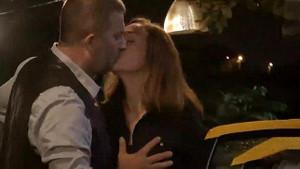 Arka Sokaklar'a damga vuran öpüşme sahnesi!