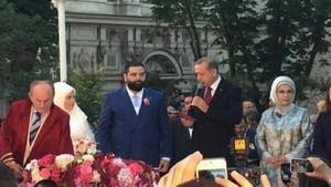 Beylerbeyi Sarayı'nda düğün yapan Taha Ün, Büşra Nur Çalar'ı eleştirince rezil oldu