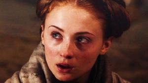 Game of Thrones'un tecavüz mağduru 9500 TL'lik terlikleriyle olay oldu