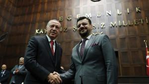Yeni Şafak yazarı: Vekil geçişleri devam ederse AK Parti tek başına Meclis çoğunluğunu elde edebilir