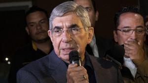 Nobel Barış Ödülü sahibi Oscar Arias'a tecavüz suçlaması
