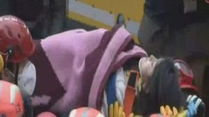 Kartal'da çöken binada mucize! 5 yaşındaki Havva Tekgöz kurtarıldı