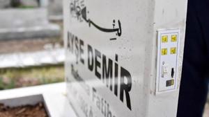 Konya'da ezber bozan mezar taşı! Gören cep telefonuna kaydediyor