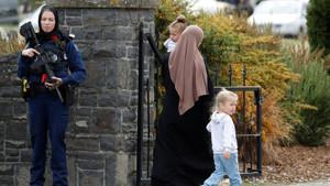 Saldırı sonrası başörtüsü takan kadın polisten açıklama