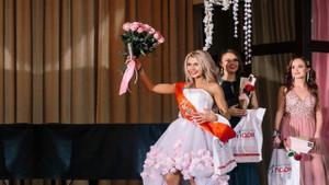 Kilise papazının karısı güzellik yarışmasına katıldı ülke karıştı!