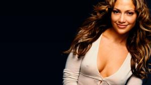 Jennifer Lopez, derin dekolteli pozuyla sosyal medyayı salladı