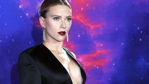 Scarlett Johansson'a hayranından ilginç tepki; Vay canına çok kısasın