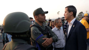 Son dakika: Venezuela'da darbe girişimi!