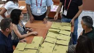 Fatih'te geçersiz oyların sayımı bitti!