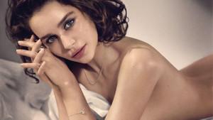 Emilia Clarke'ın hiçbir yerde görmediğiniz fotoğrafları
