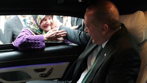 Erdoğan'dan yaşlı kadınla seçim sohbeti