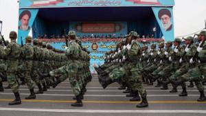İran: ABD'nin savaş gemilerini gizli silahımızla denizin dibine yollarız