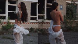 Çernobil'de iç çamaşırlı pozuyla tepki alan model bu kez üstsüz paylaşım yaptı