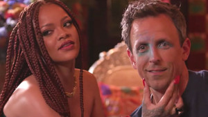 Rihanna Seth Meyers ile kim daha çok içki içecek düellosuna girerse