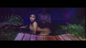 Nicki Minaj'ın sınırları zorlayan klibi sahneleriyle nefes kesti!