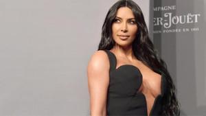 Kim Kardashian, cesur mayokinisiyle ortalığı salladı