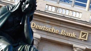 Fitch, Deutsche Bank'ın kredi notunu düşürdü