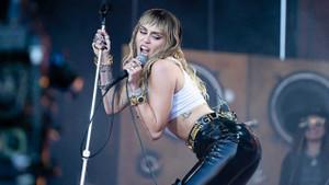 Miley Cyrus: Kadınlara yaptığımız şeyin aynısını Dünya'ya yapıyoruz