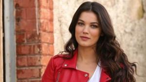 Pınar Deniz Netflix'in Türk dizisi Love 101'de hangi rolde oynayacak?