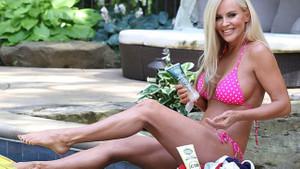 46 yaşındaki eski Playboy güzeli Jenny McCarthy genç kızlara meydan okuyor