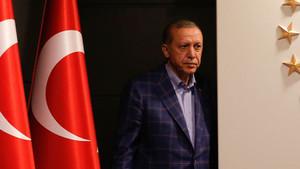 Akit yazarı Dilipak'tan Erdoğan ve AKP'ye uyarı: Güçlüysen alkışlarlar, düşersen vururlar...